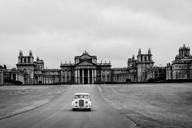 Doesn't get grander than Blenheim for a special wedding venue! Always remember this one. @blenheimpalace  #blenheimpalace #blenheimpalacewedding #sony #sonya9 #averyenglishwedding #grandwedding #specialwedding #oxfordweddingphotography